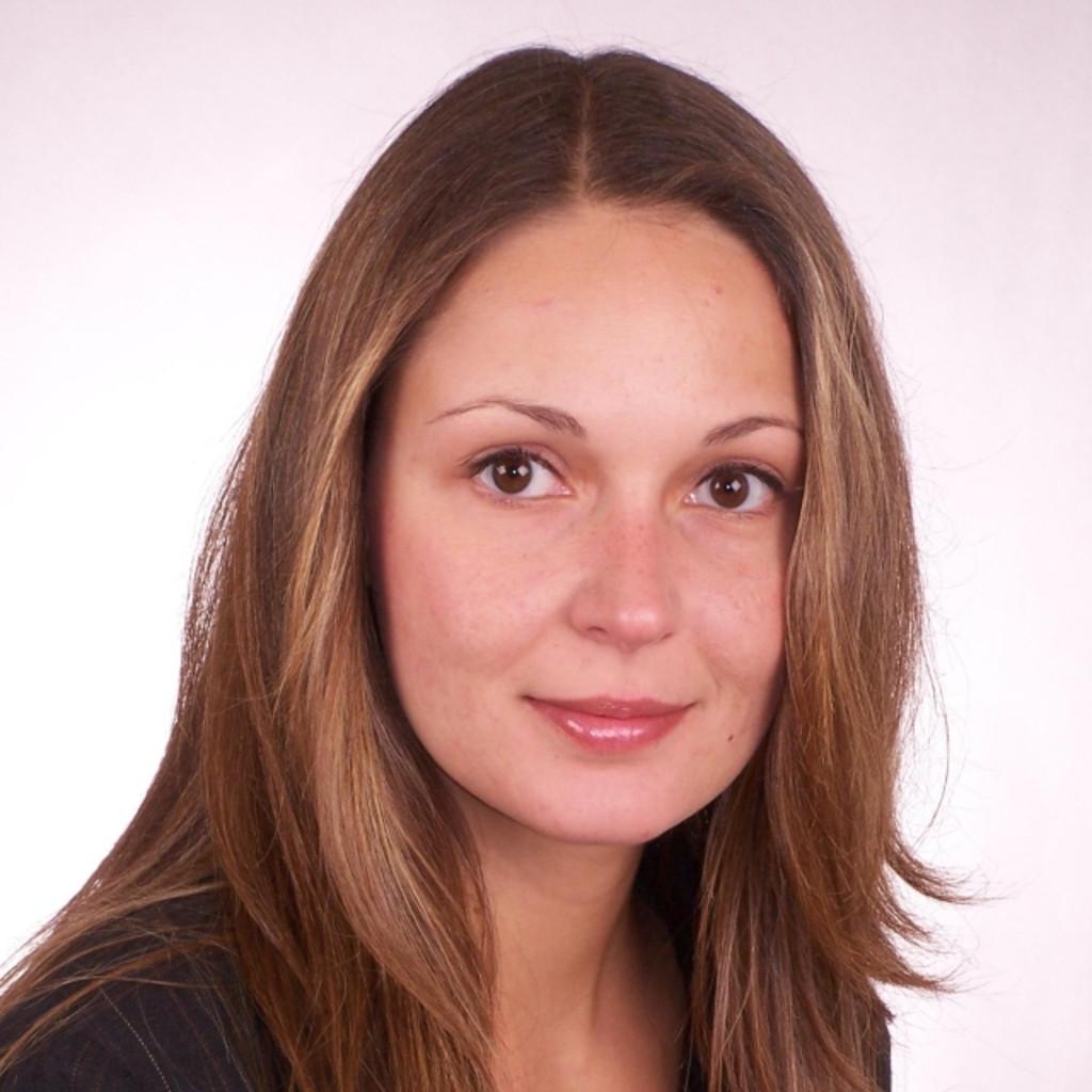Helen Binder: Dipl. Juristin (Univ.)