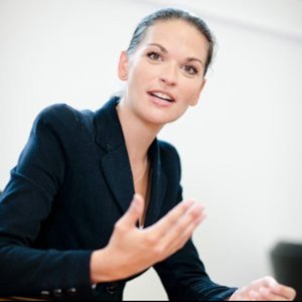 Kadewe Online Shop: Janine George - Founder - SMEGG Berlin GmbH