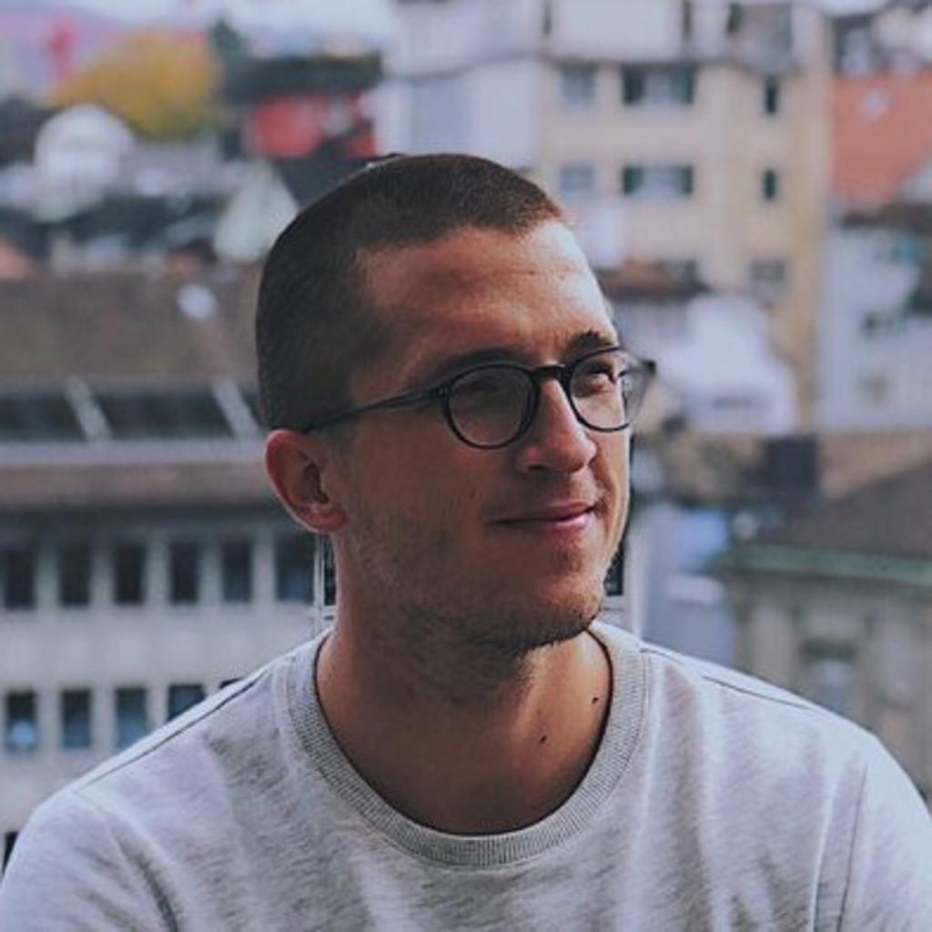 Adam Juras's profile picture