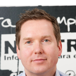 Marek Hoffmann - Hemd & Hoodie - Agentur für multidimensionale Kommunikation - Köln