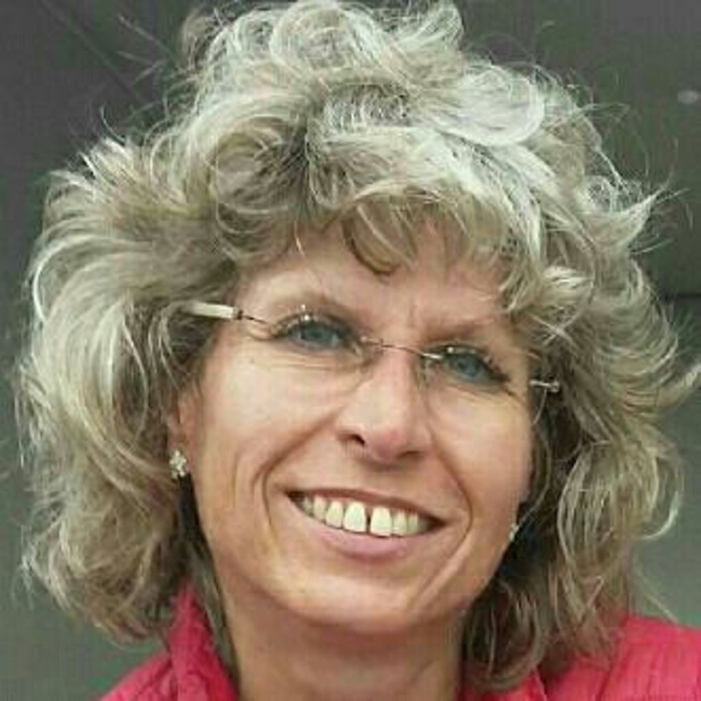 Sabine menzer mitarbeiterin eventmanagement dr xlmaier for Sabine oster