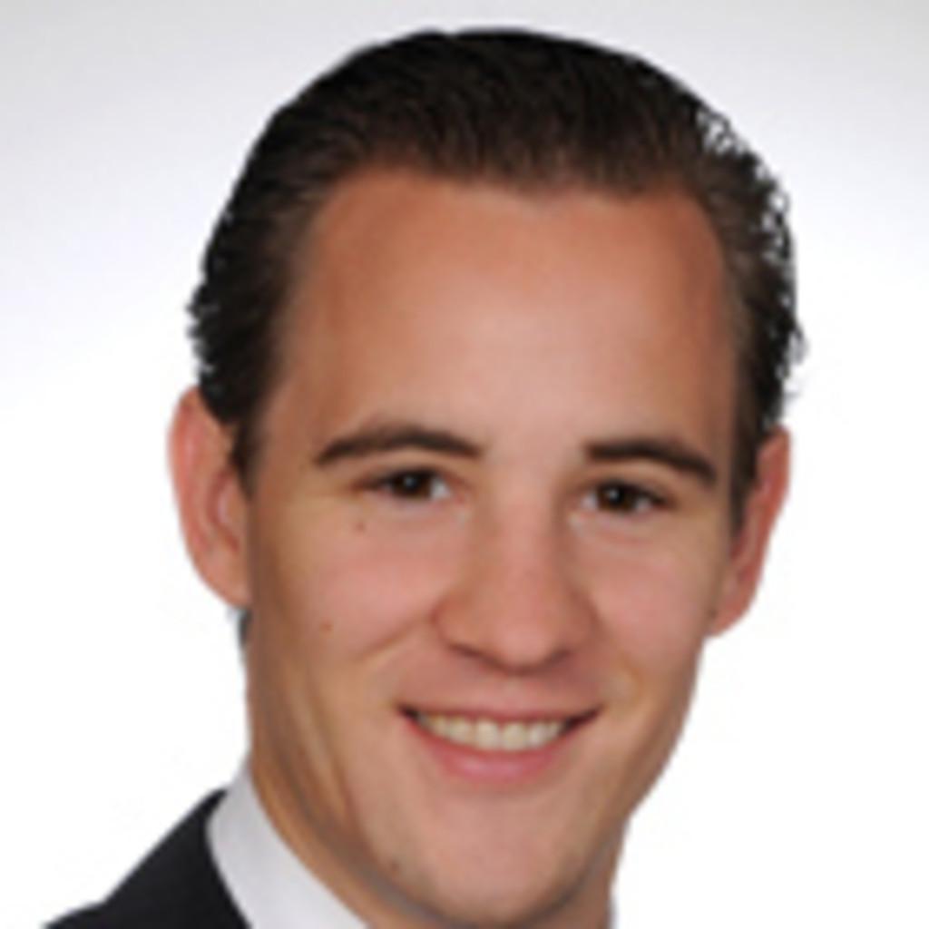 Volker Michael Riemer Director Investment Advisor Uhnw