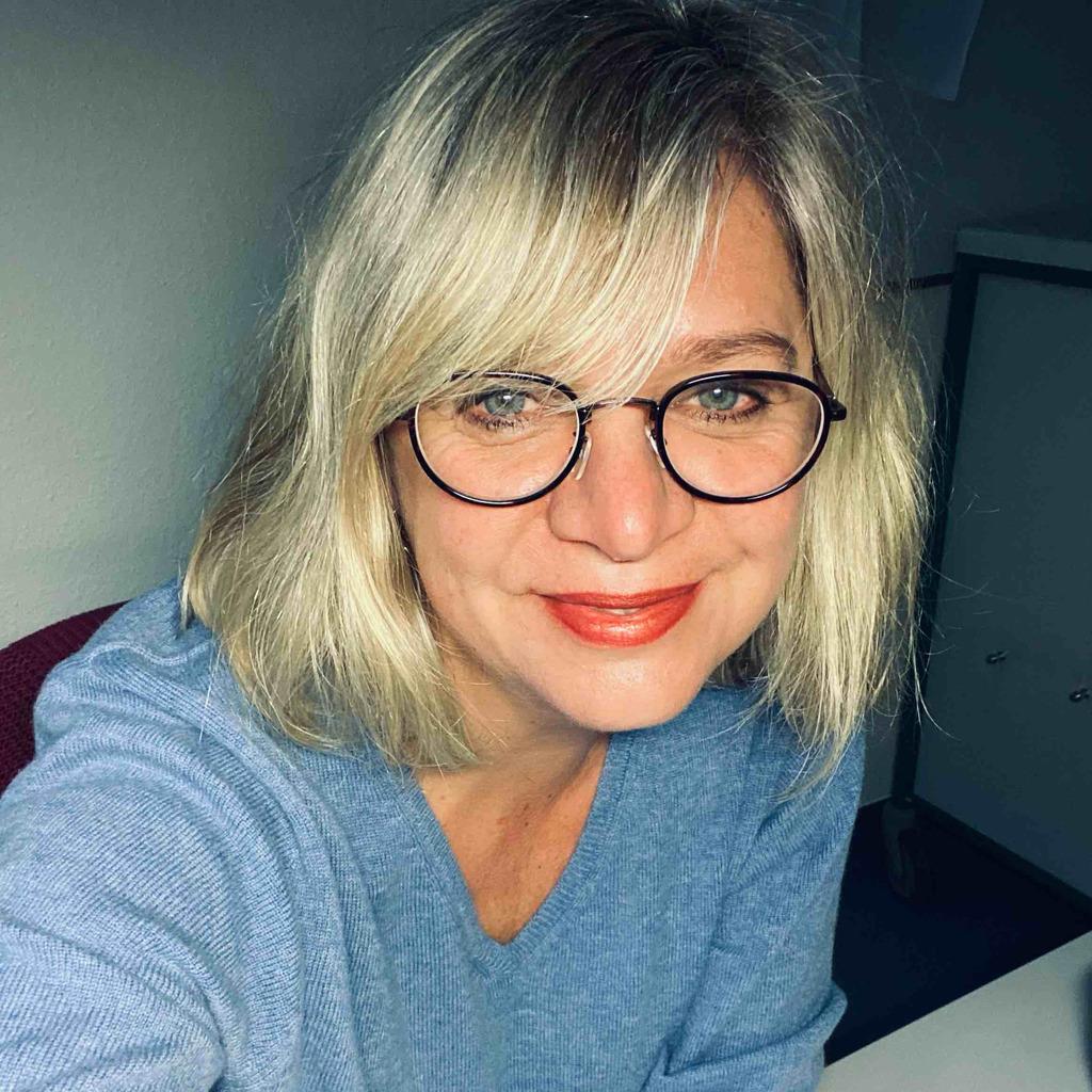 <b>Dana Meyer</b> - Gesundheits-und Krankenpflegerin Augenheilkunde - Asklepios ... - dana-meyer-foto.1024x1024