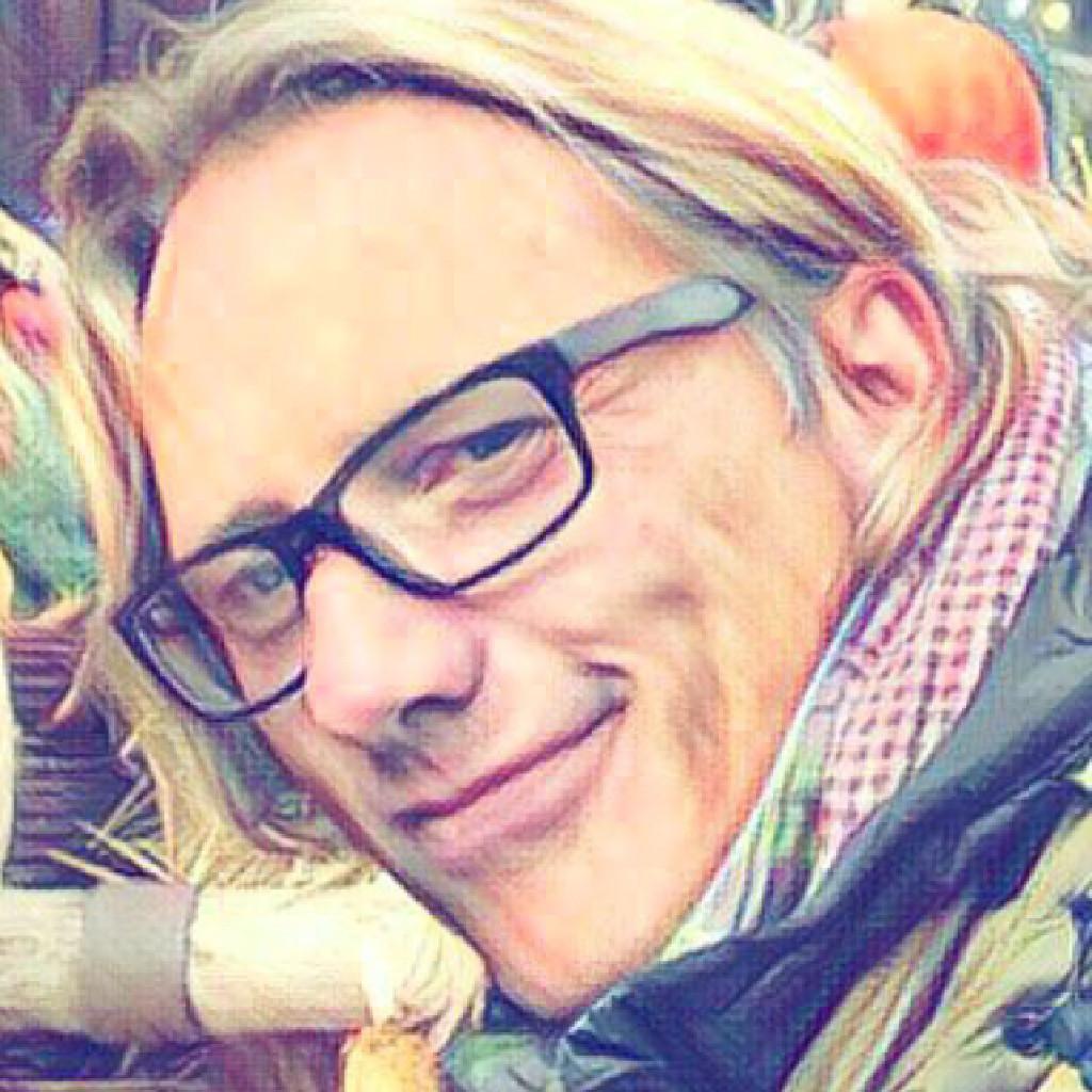 Rolf b hringer creative head of visual communication for Grafikdesign stuttgart