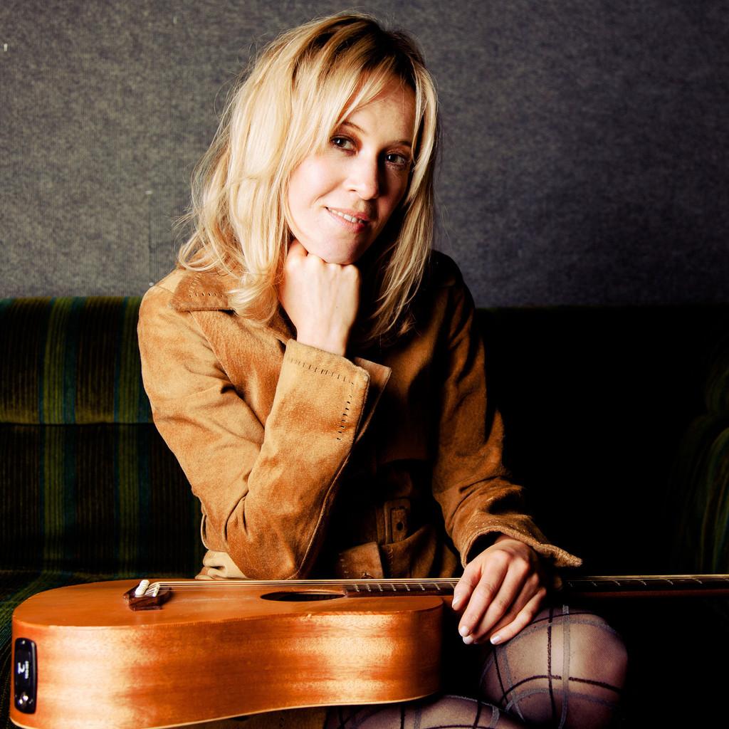 Julie Elizabeth Thompson Singervocal Coachsongwriter Authorised