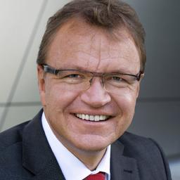 Eric Mehrling - Spezialist in Automotive, Life Science, Maschinenbau und Energiewirtschaft - Altdorf/Landshut