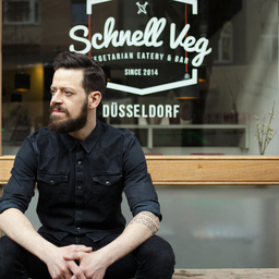 max thyson inhaber schnell veg vegetarian eatery and bar d sseldorf schnell veg vegetarian. Black Bedroom Furniture Sets. Home Design Ideas