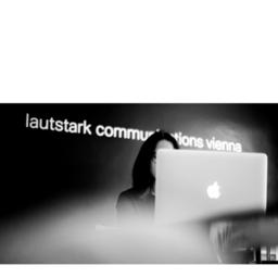 Laura Stark's profile picture