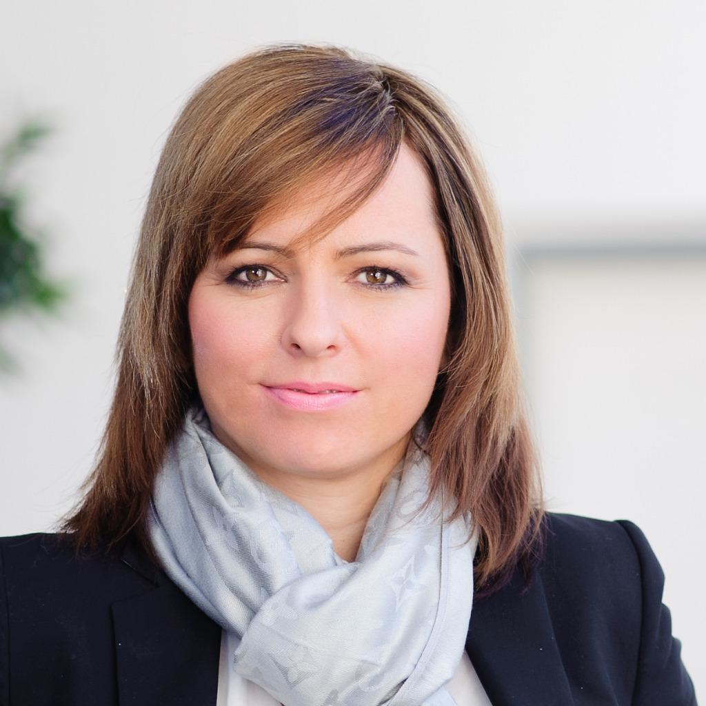 <b>Timea Reicher</b> - Head of Asset and Service Management - SLOVNAFT, a.s. | XING - timea-reicher-foto.1024x1024