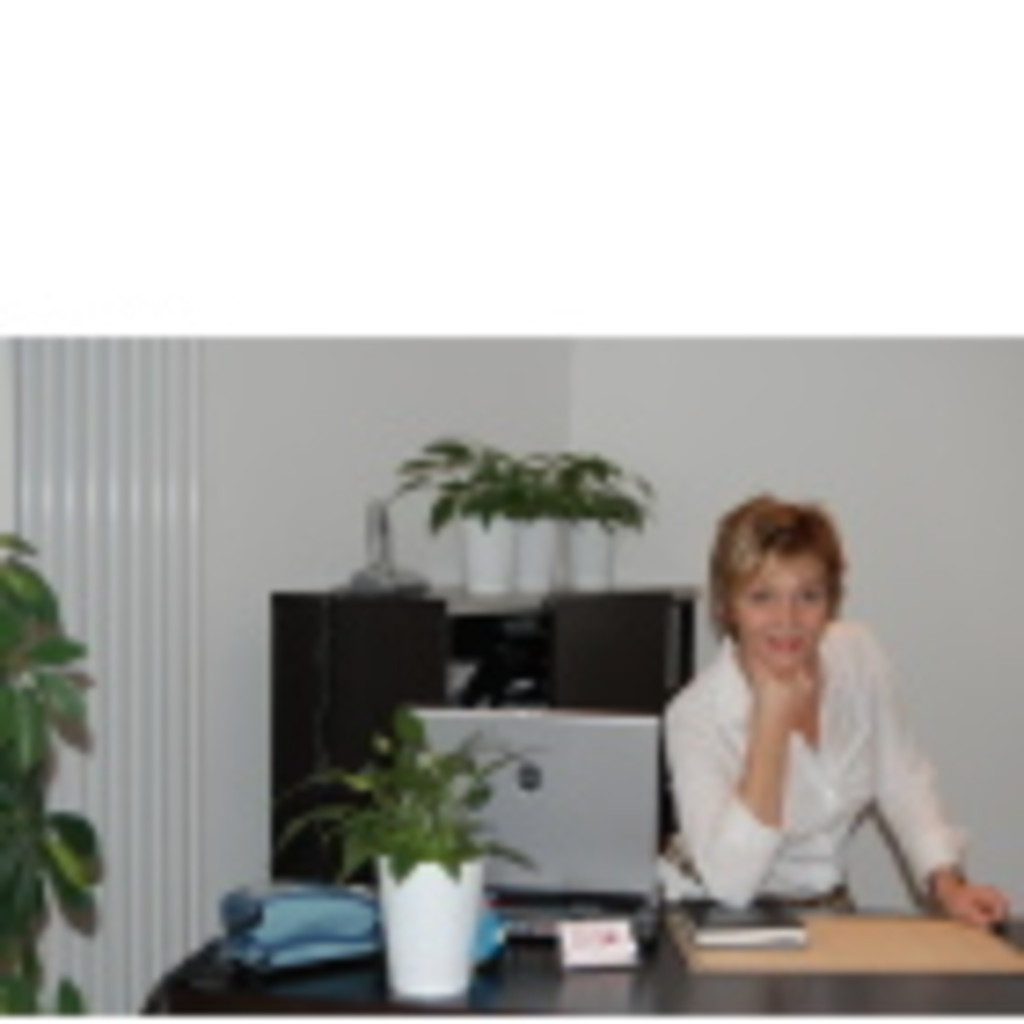 Bettina August - Inhaberin - balance COSMETICS | XING