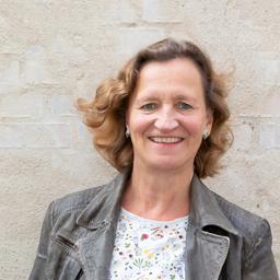 Mag. Dorothee Mennicken