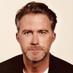 Michael petschnigg creative director lindt und for Produktdesign aachen