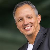 Dr. Stefan Strauss