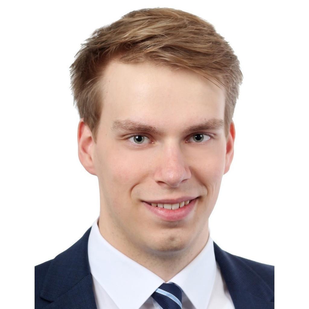 Marius simon baltz junior consultant porsche for Junior consultant