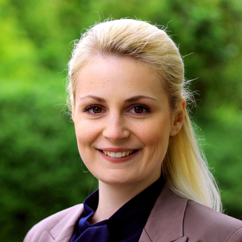 Julia Bayer's profile picture