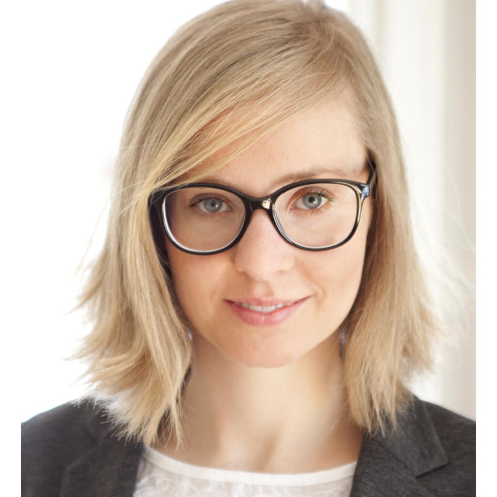 <b>Britta Jacobs</b>-Gramm - Marketing . Messen . Medien - Room 73 - Entwicklung ... - katrin-kasche-foto.1024x1024