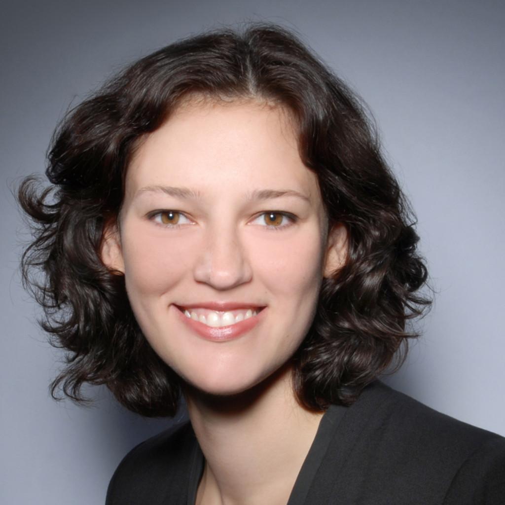Anna seewald modedesigner beendetes studium in for Modedesigner frankfurt