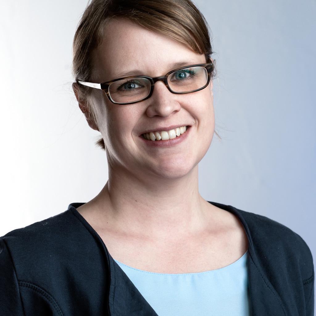 <b>Birgit Brückner</b> - Referentin der Geschäftsleitung & Leitung Hafenbehörde ... - heike-farwick-foto.1024x1024