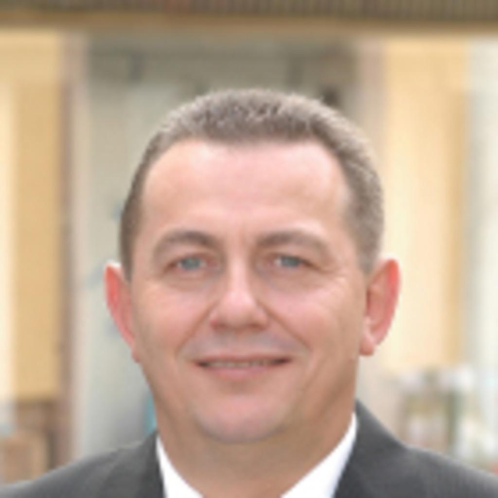 Klaus Dietz Leiter Personalabteilung H G Bank