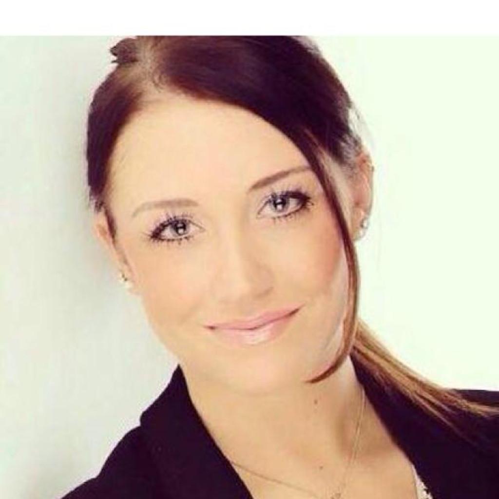 <b>Rebecca Jürgens</b> - Industriekauffrau - Berufsschule an der Bördestraße | XING - pia-schmidt-foto.1024x1024