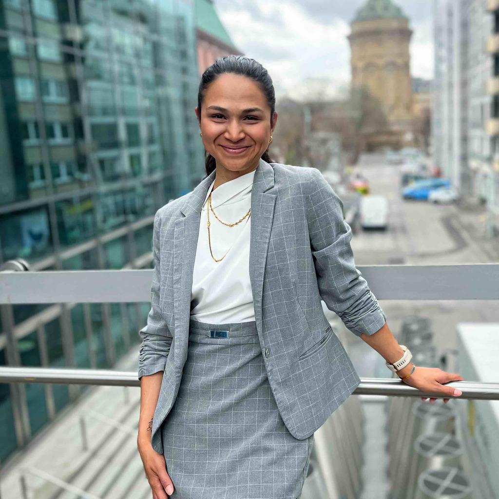 Sarah Pfisterer Finanzdienstleistung Amp Corporate Finance
