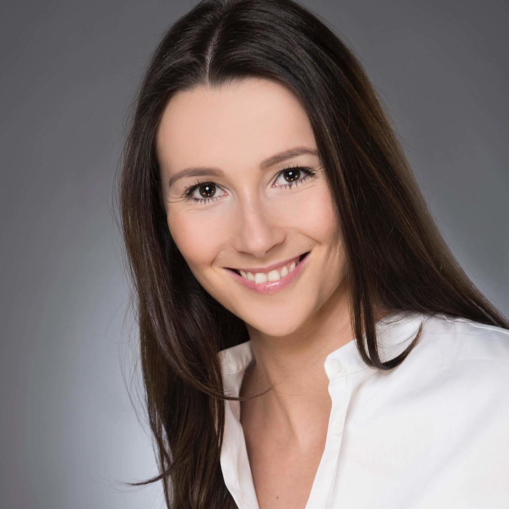 Saskia reiners junior consultant digitales marketing for Junior consultant