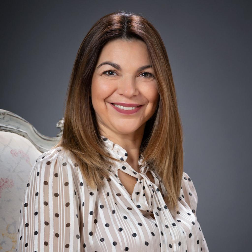 #A52631 Julia Custodio CEO Janela Real Estate Portugal XING 2298 Janela Imobiliária Faro