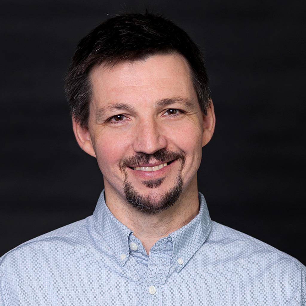 Dr. Frank Reinecke - Associate Director - QIAGEN GmbH   XING