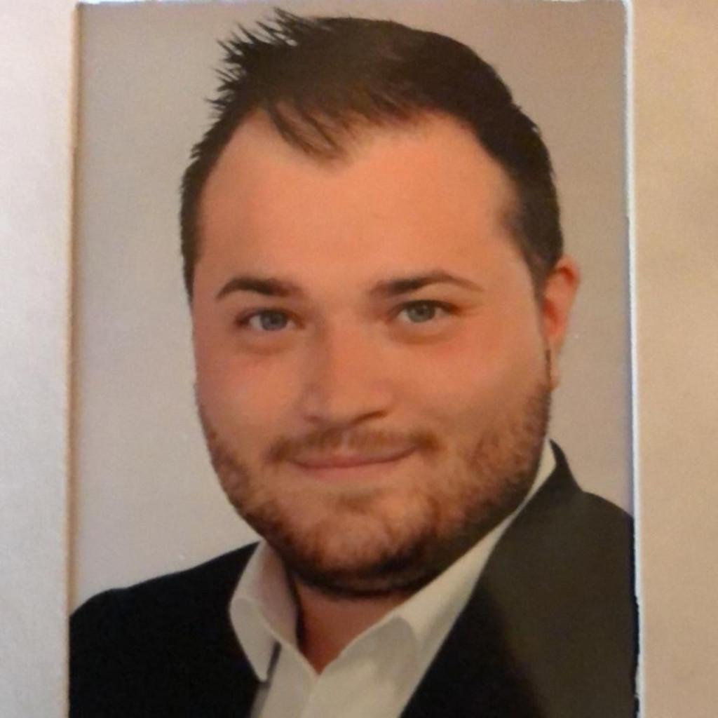 Viktor Hettinger - Mitarbeiter im Kundenservice-Küchen ...