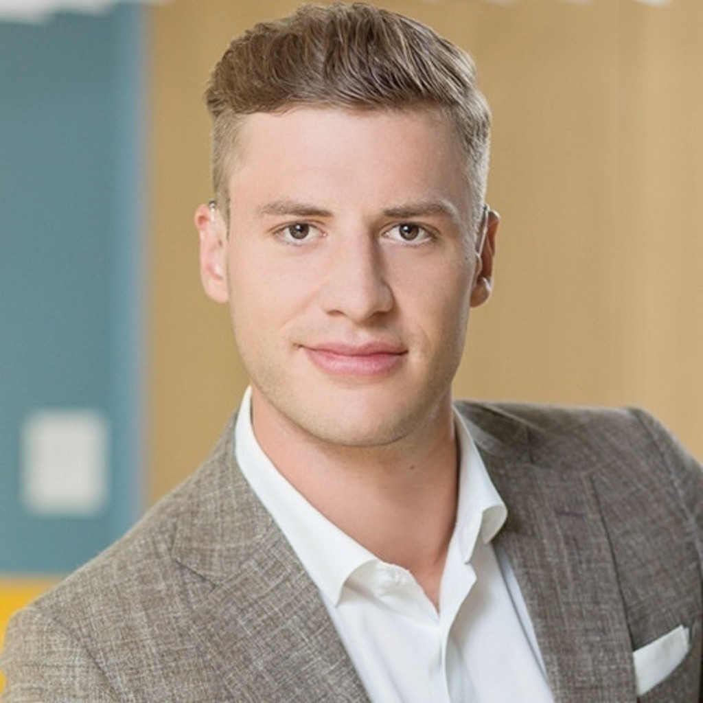 Tom schiebler junior consultant jll germany xing for Junior consultant