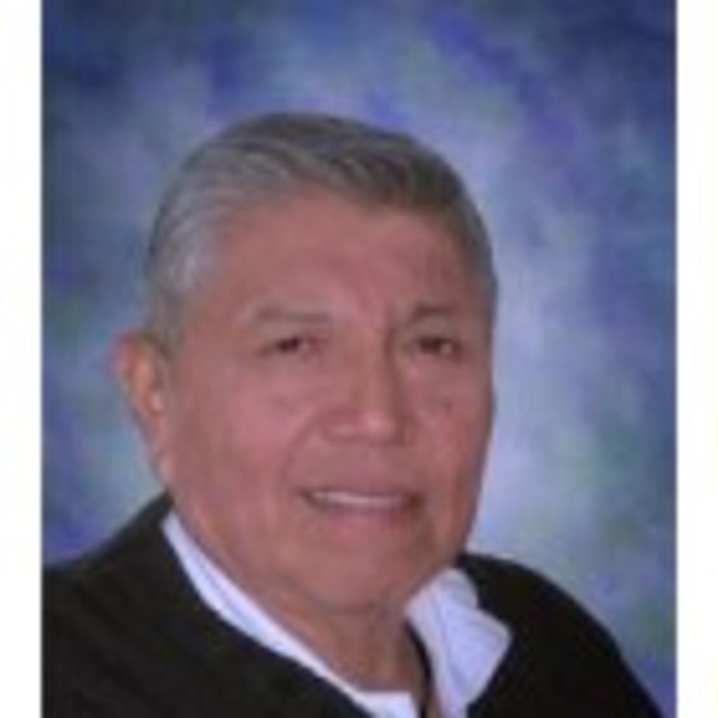 Manuel Santana in der XING Personensuche finden