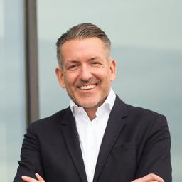 Christopher Körber - PVH Holdings GmbH & Co. KG (Tommy Hilfiger & Calvin Klein) - Amsterdam