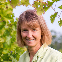 Susann Hanauer - Bio- und Demeter-Weingut WASSMANN PINCE BT. / Weinhandel Ralf Waßmann - Pécsdevecser