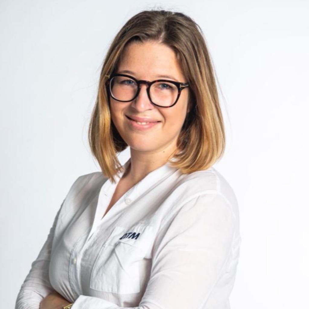 Aline proll planungsredakteurin leitung newsdesk rtl for Mediengestalter offenbach