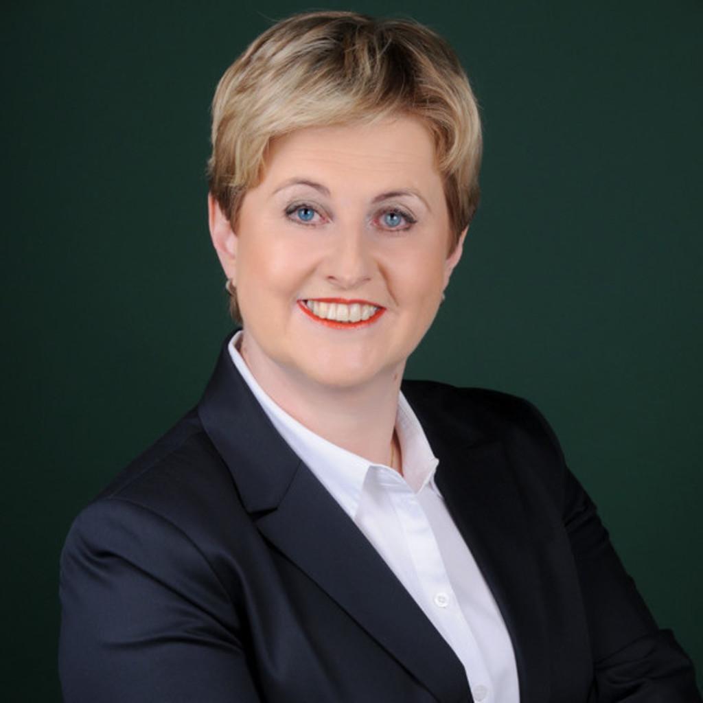 Magdalena janecki assistentin des regionalleiters ias for J murali ias profile
