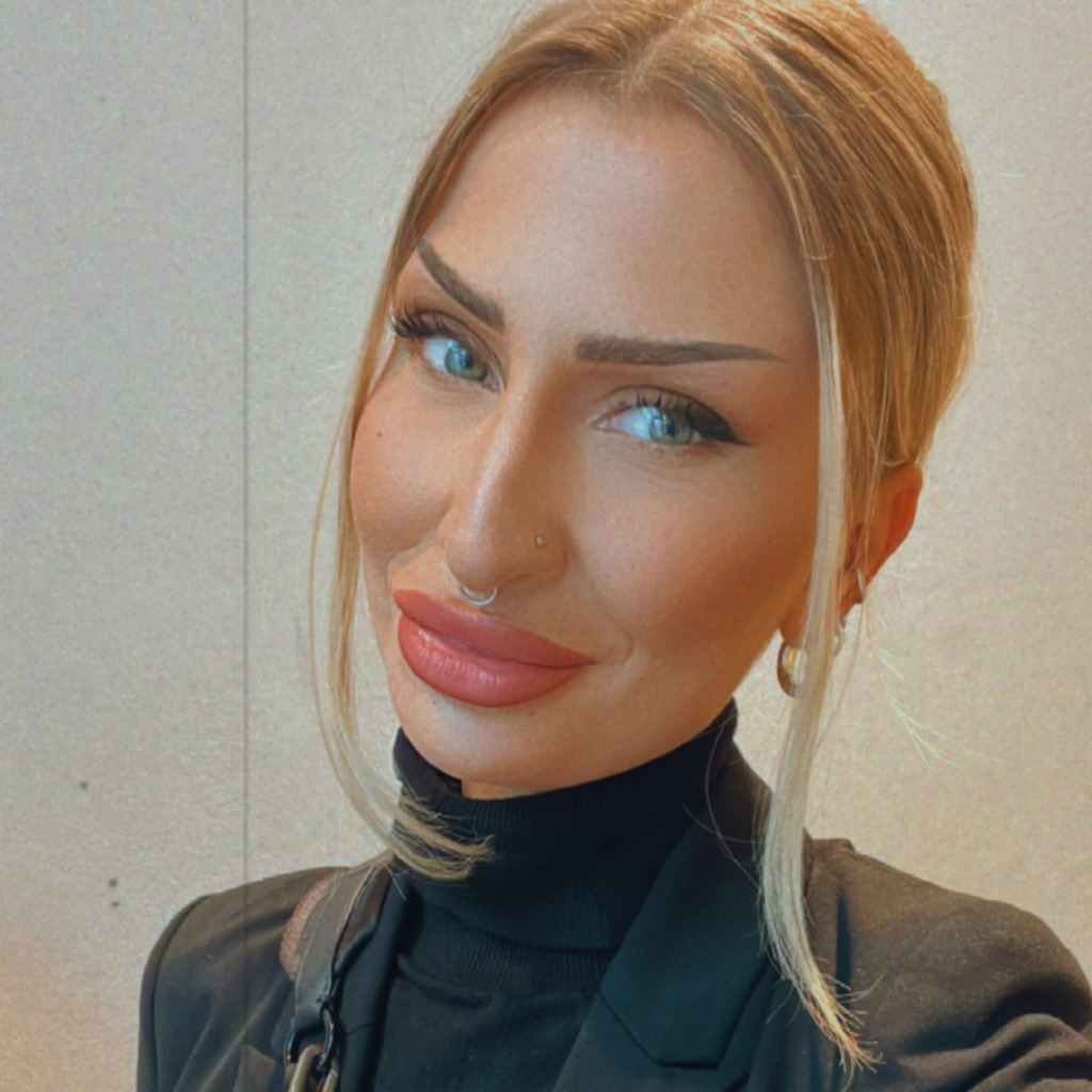 Christin spiegel sales associate egoist de fashion for Spiegel xing
