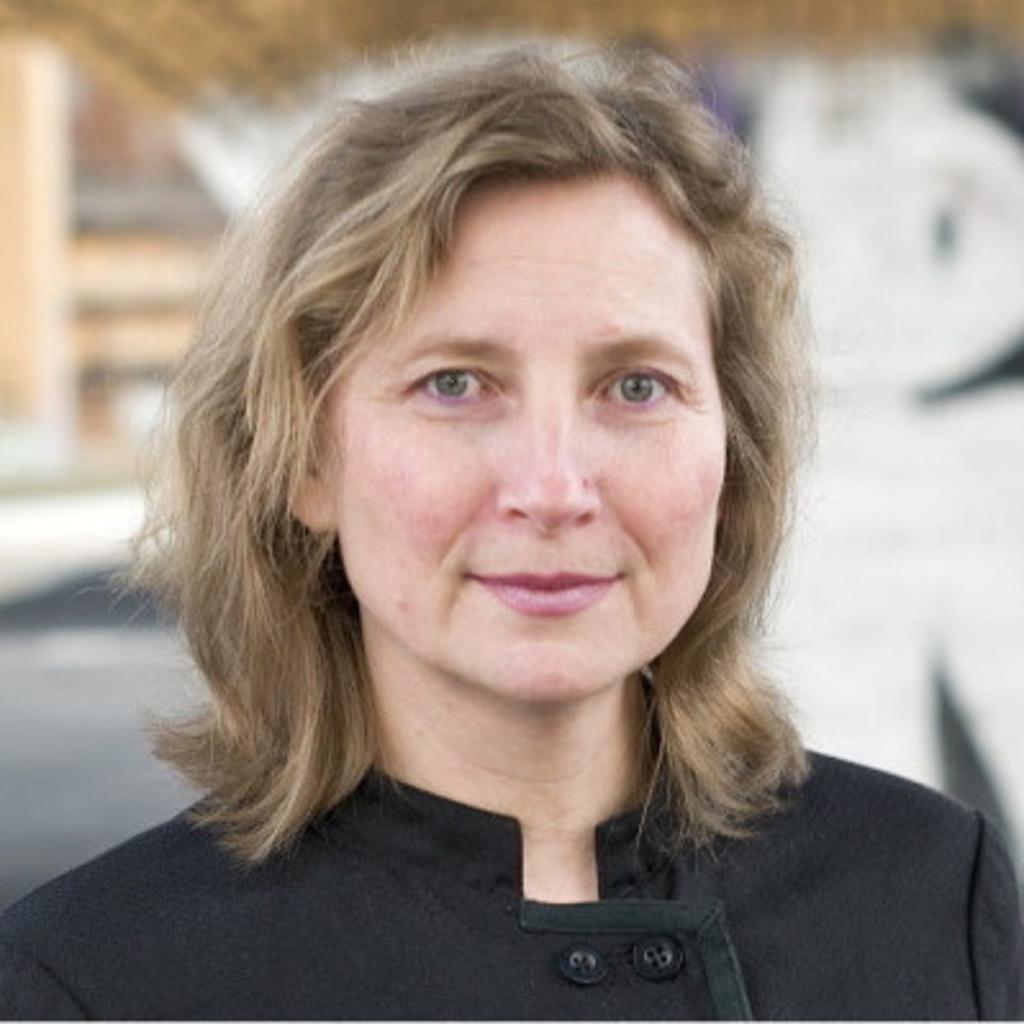 Mag. Barbara Fischer - Managerin für spartenübergreifende ...