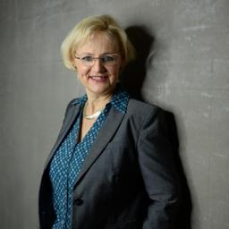 Dr. Christine König