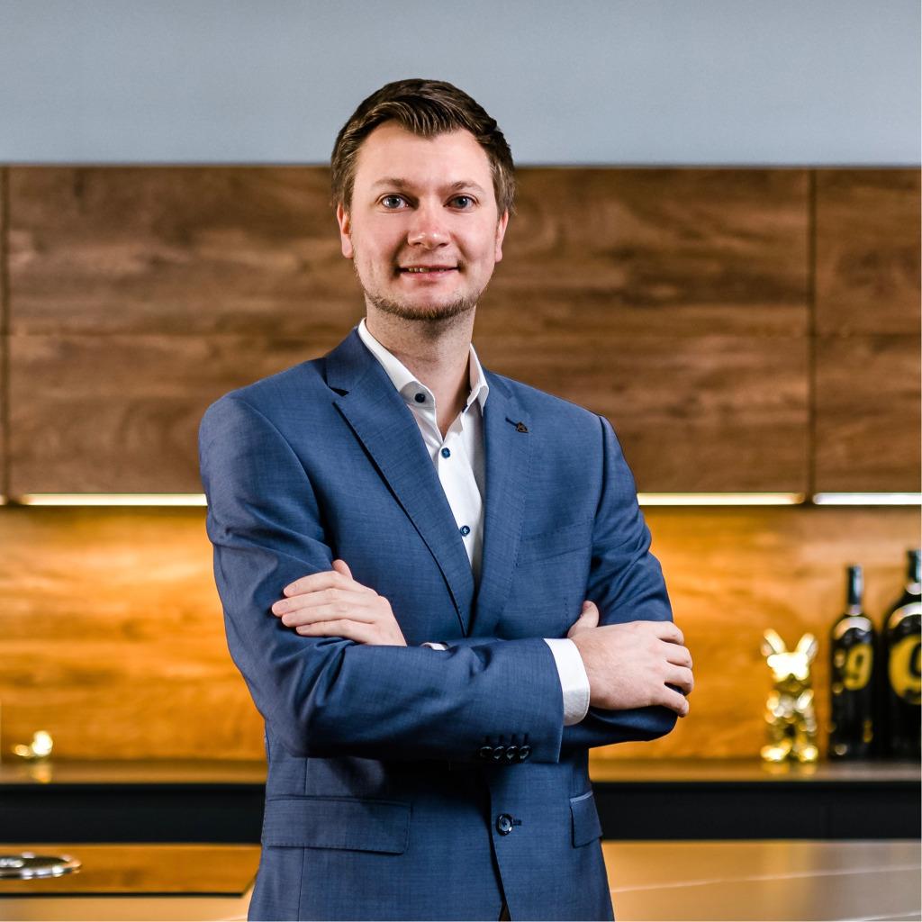 Tobias Batz Kuchenverkaufer Kuchen Arena Mobel Rieger Gruppe