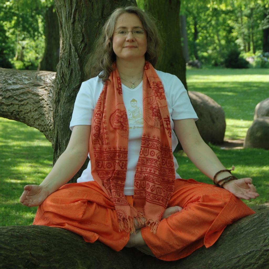 Heike Symes - Geschu00e4ftsinhaberin - Yoga Raum Fu00fcr Dich | XING