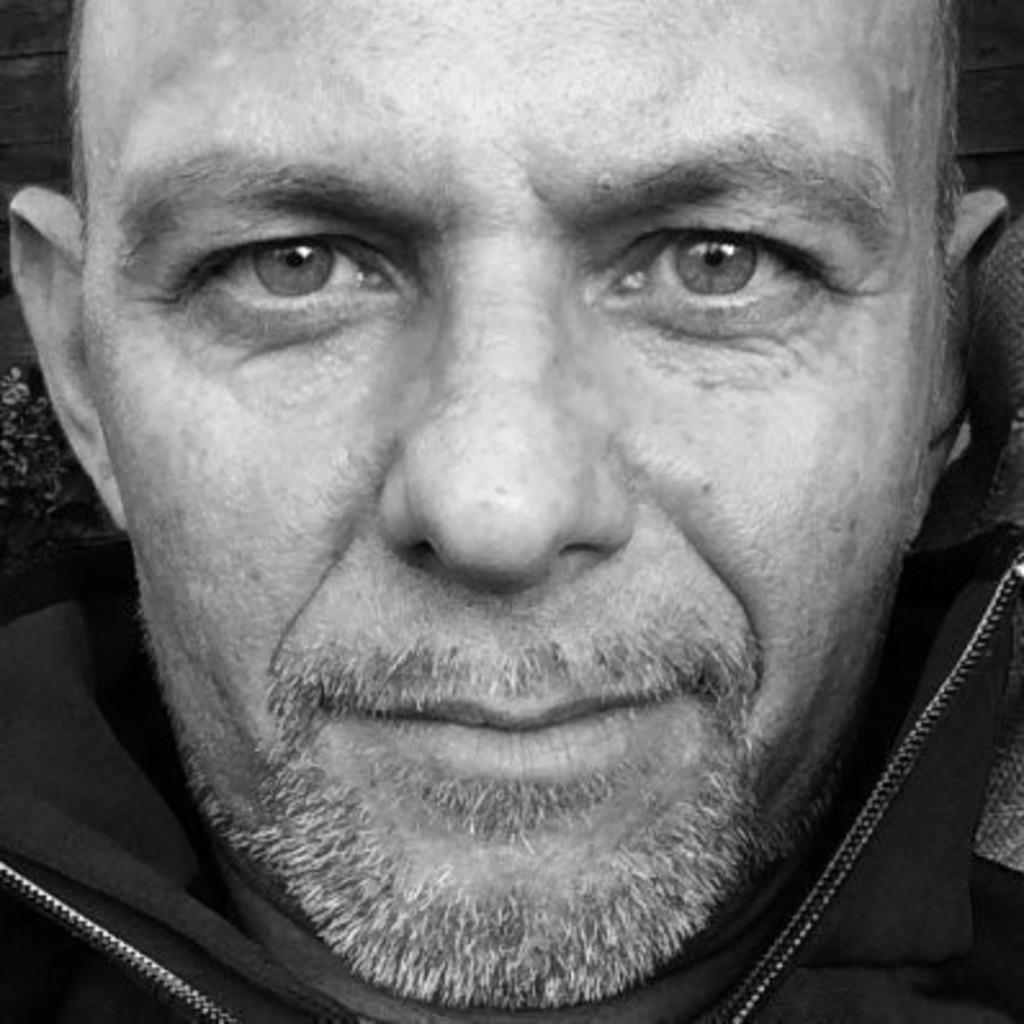 J rg pieper key account manager interior architect for Suche innenarchitekt