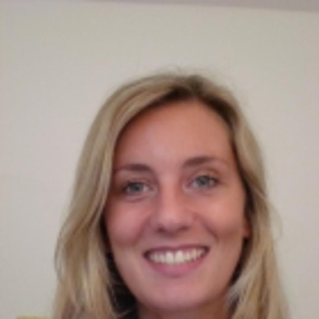 Nadine wortmann au endienstmitarbeiterin best autoglas xing - Yellow mobel bochum ...