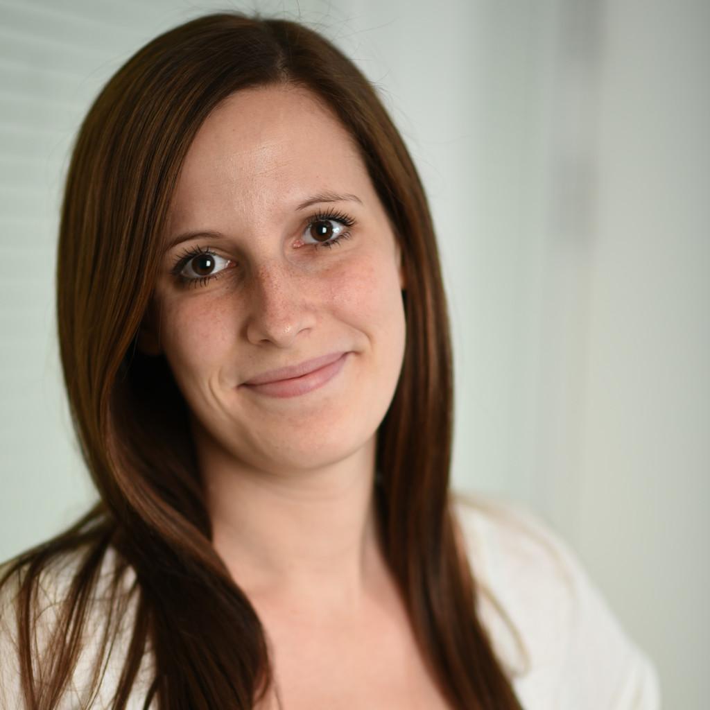 <b>Julia Müller</b> - Junior HR Manager - SilverTours GmbH - billiger-mietwagen.de ... - julia-m%C3%BCller-foto.1024x1024