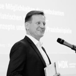 Dr. Bernhard van Treeck