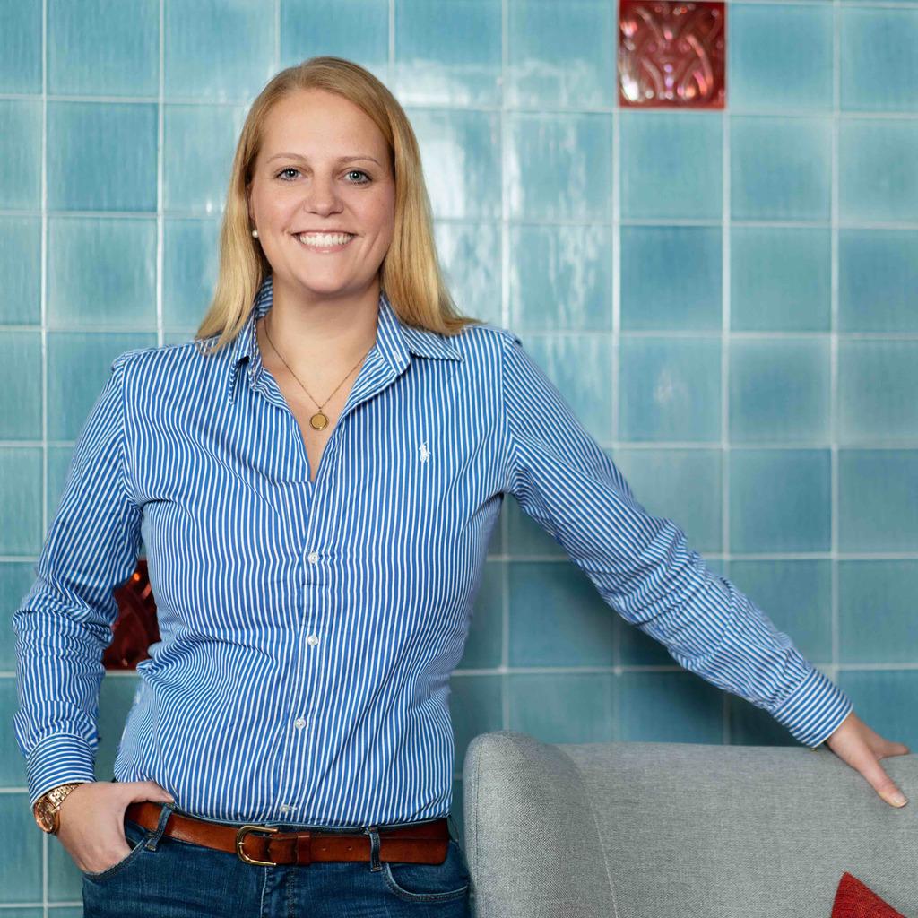 janina horn personaldisponentin pflege pluss. Black Bedroom Furniture Sets. Home Design Ideas