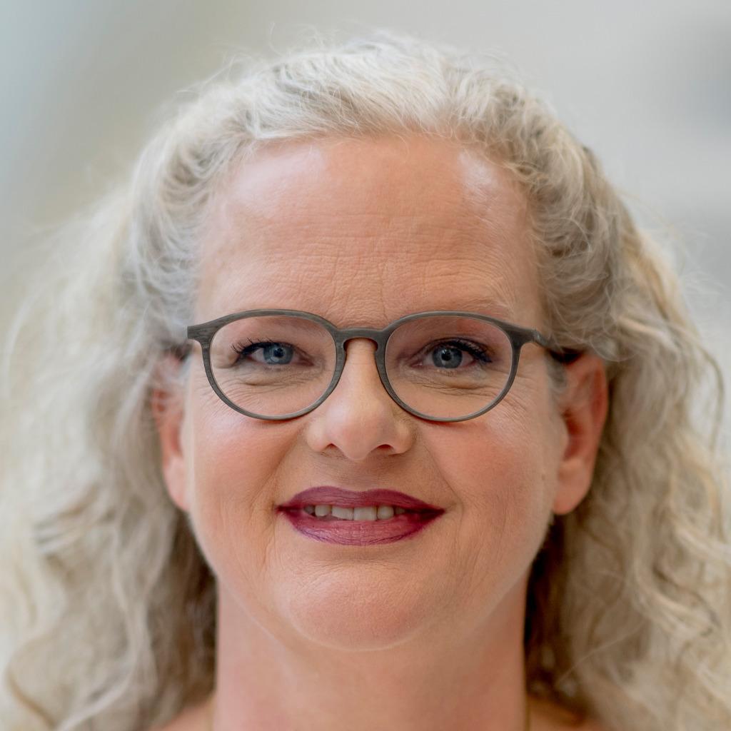 <b>Astrid Binder</b> - Director, Team Mitte/Nord - VR Equitypartner GmbH | XING - astrid-binder-foto.1024x1024