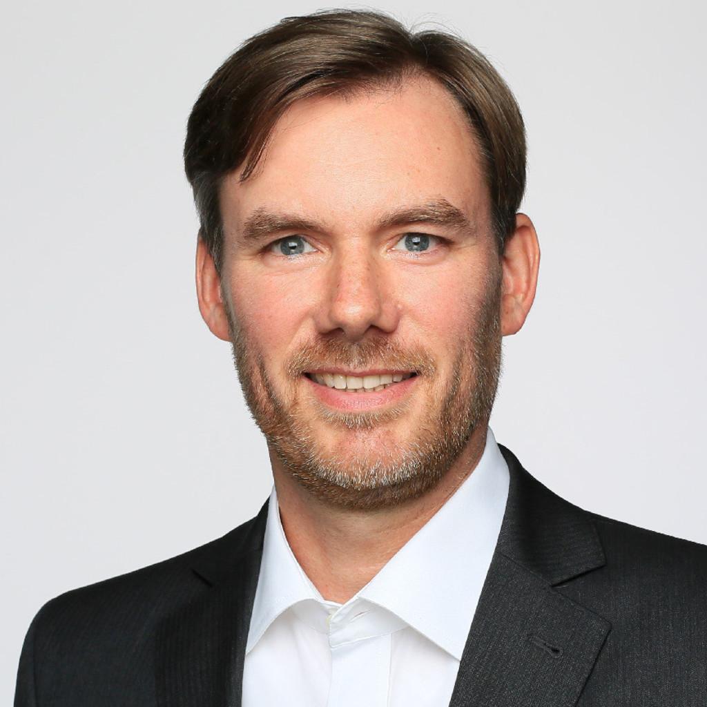 Richard E Dennis: Leiter Regionale Kommunikation