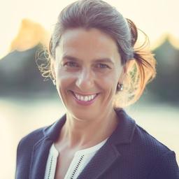 Stefanie Gross-blau.