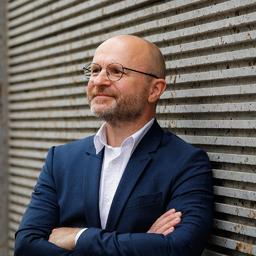 Dr. Lars Lobbedey