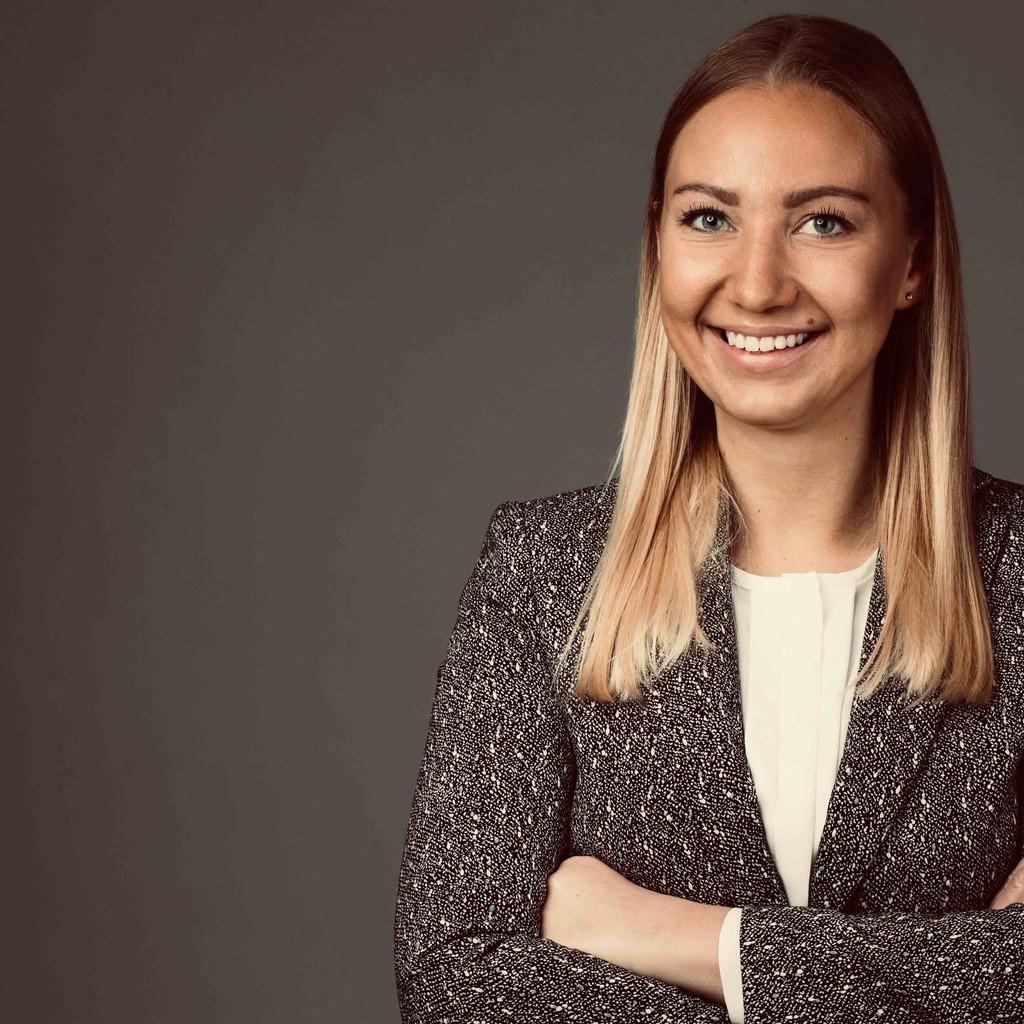Laura Breig's profile picture